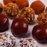 Nepečené kakaové kuličky s ořechy a sušeným ovocem