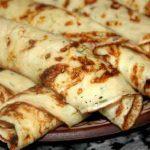 Slané kefírové palačinky s koprem a sýrem