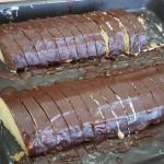 Piškotový hřbet s pudinkovou náplní a čokoládou