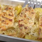 Zapečené brambory se šťavnatými kuřecími prsíčky