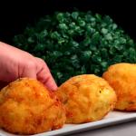 Smažené bramborové kuličky s náplní