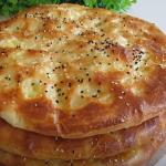 Slané koláče plněné bramborami a strouhaným sýrem