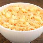 Zdravý salát s mrkví a vejci