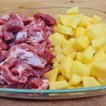 Krkovice s bramborami, cibulí a sýrem