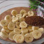 Palačinkový dort z kávy a banánů
