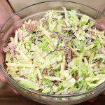 Lehký tuňákový salát s jablíčkem