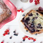 Lahodný a svěží ovocný koláč z kefírového těsta